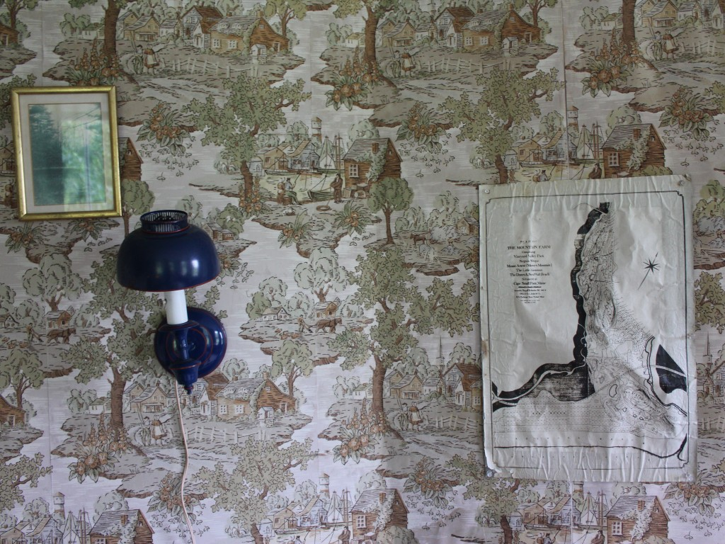 Maine Farmhouse vintage wallpaper