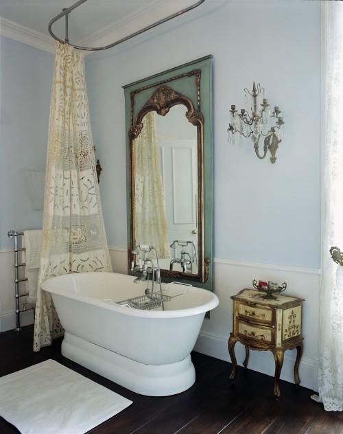 Bath_w_Lace_Curtain