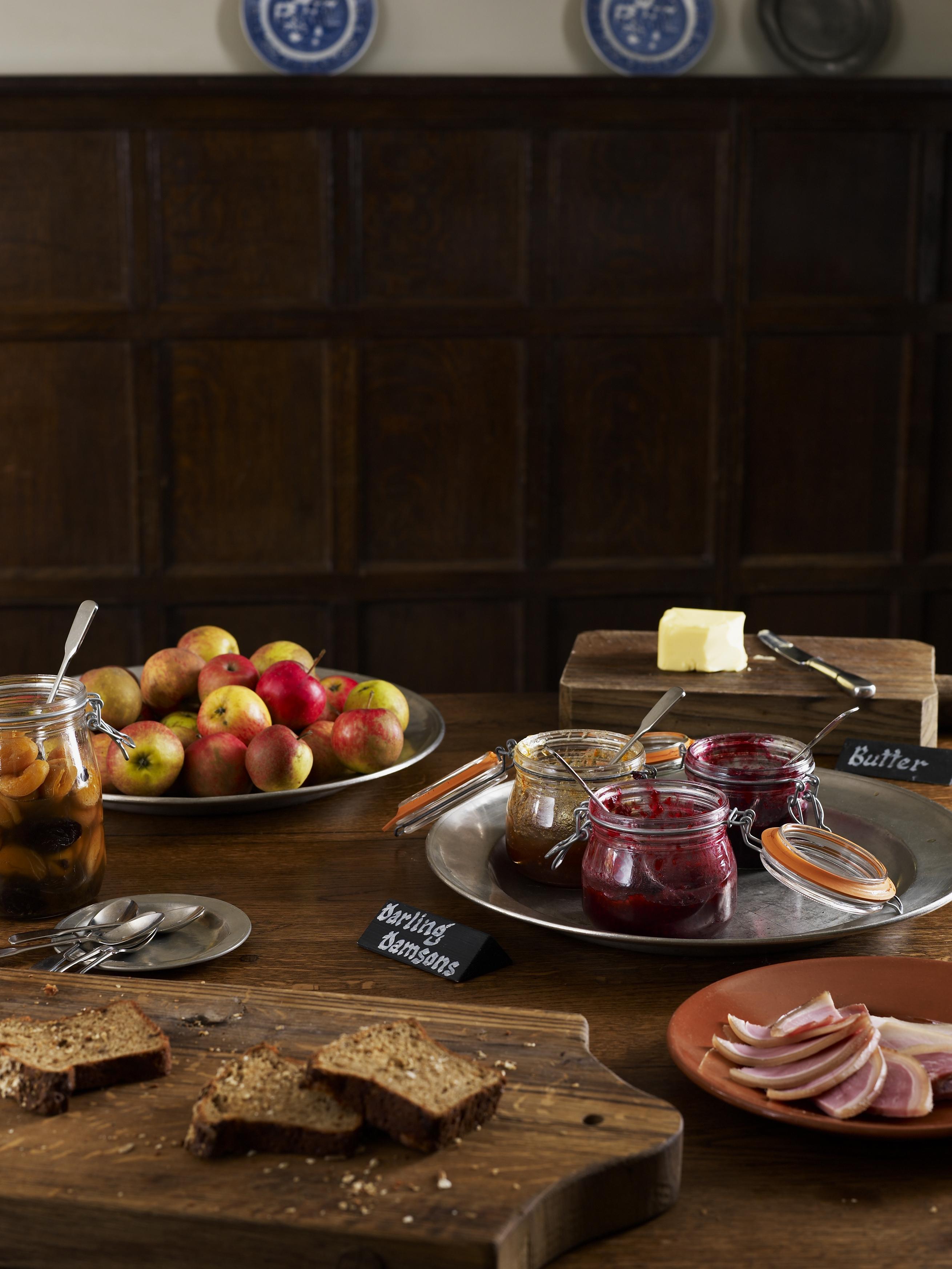 breakfast table kleine k che einrichten ideen. Black Bedroom Furniture Sets. Home Design Ideas