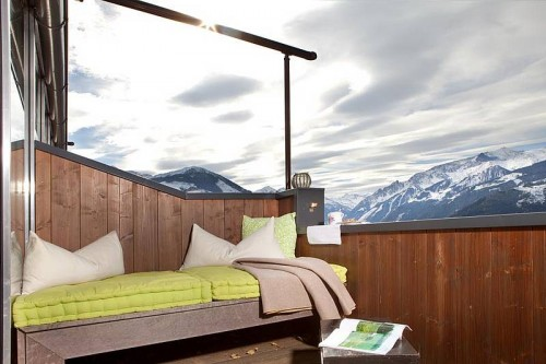 The balcony with a daybed and views of the mountain range