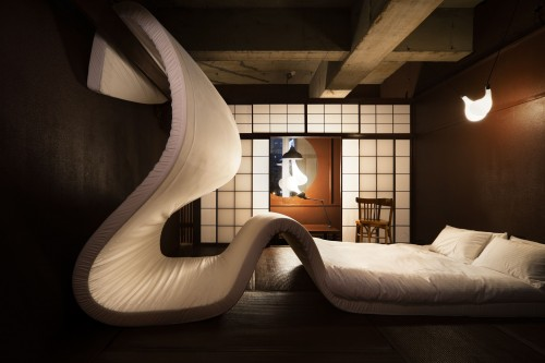 Undulating mattress in space by Pieke Bergmans