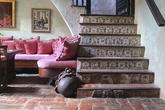 Gallery-Inn-Old-San-Juan-sitting-area-and-stairs-by-Justine-Hand
