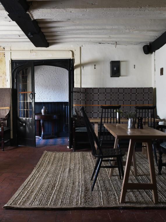 bar-looking-at-hallway