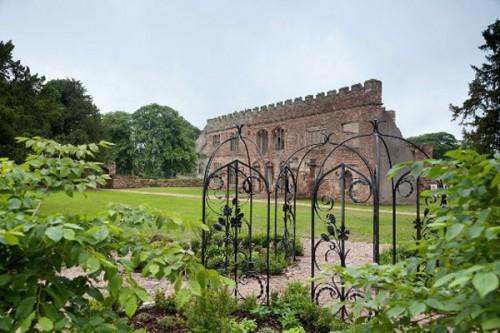Astley-Castle-garden-Design-Hunter